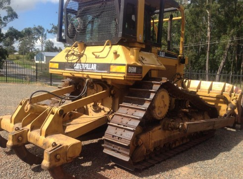 Caterpillar D6M Bulldozer 3