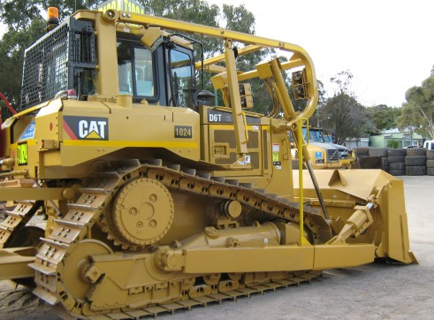 Caterpillar D6R/T Dozer - LGP & Conventional - 6 Available 2