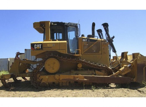 Caterpillar D6T Dozer 1