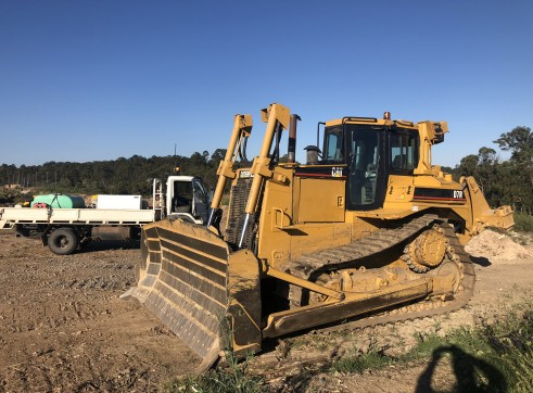 Caterpillar D7R Dozer - Series II 1
