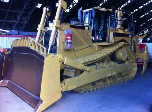 Caterpillar D8T Bulldozer 1