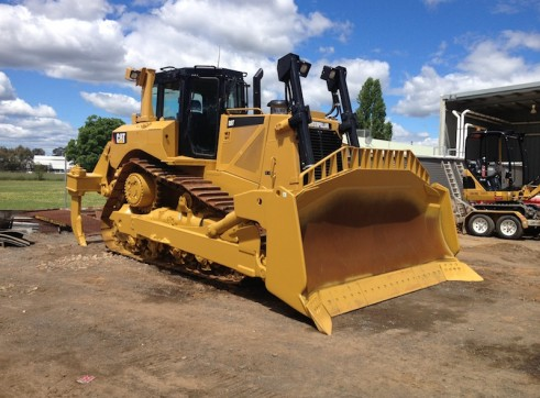 Caterpillar D8T Dozer 1