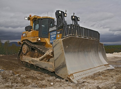 Caterpillar	 D9T Dozer 1