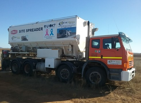 Cement / Lime Spreader Trucks - 20m3 capacity 4