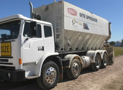 Cement / Lime Spreader Trucks - 20m3 capacity 1