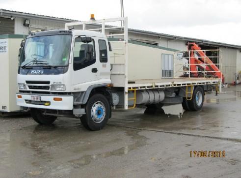 Crane Truck 6.7T 12 Pallet, 7.8 metre deck, rear mount crane 1