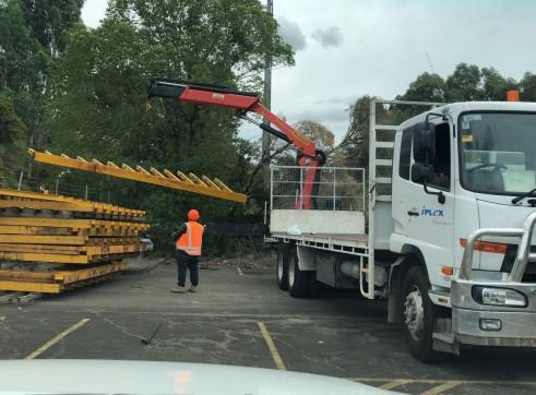 Crane truck hire  4