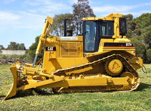 D7H BULLDOZER WITH WINCH 2