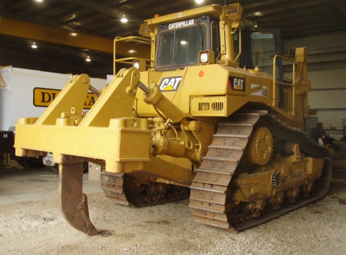 D8 CAT BULLDOZER  1