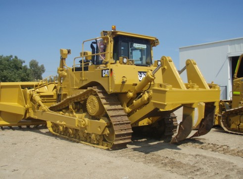 D8 CAT BULLDOZER  2