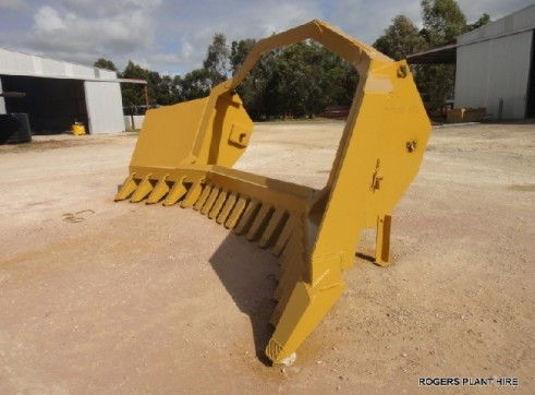 D8T Dozer ( 6 meter clip on rake ) 3