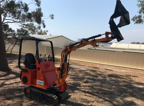 Dingo / Kanga / Cougar Mini Loader / Excavator all in one 10