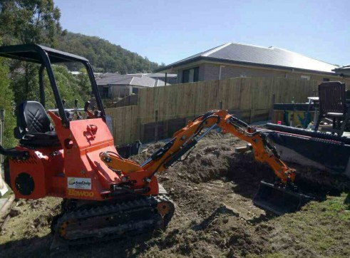 Dingo / Kanga / Cougar Mini Loader / Excavator all in one 2