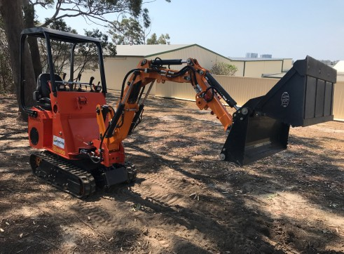Dingo / Kanga / Cougar Mini Loader / Excavator all in one 8