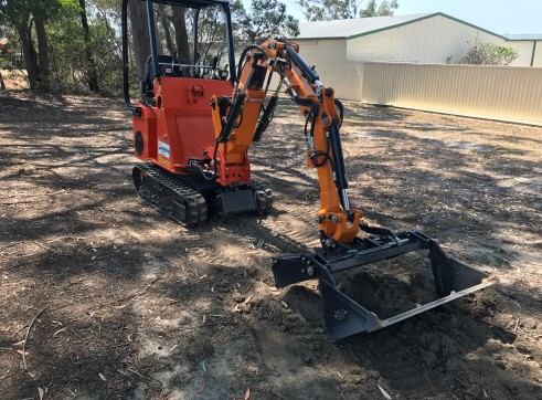 Dingo / Kanga / Cougar Mini Loader / Excavator all in one 9