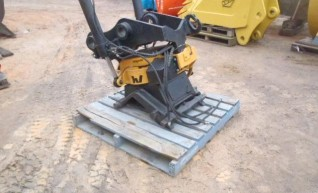 Engcon Rotating Tilt Hitch to suit 20T  1