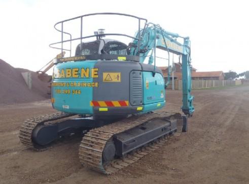 Excavator 13.5 Tonne 1