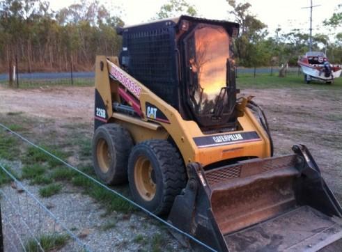 Excavator/Skid Steer, tipper Combo 1
