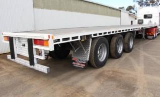 Flat-top Semi Trailers 40' Tri-Axle Flat Top, 20 Pallet, 12 metre deck 1