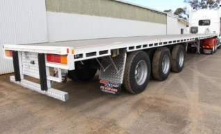 Flat-top Semi Trailers 45' Tri-Axle Flat Top, 22 Pallet, 13.5 metre deck 1