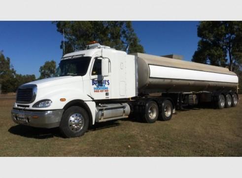 Freightliner Semi Tanker Water Truck 32,000L 1