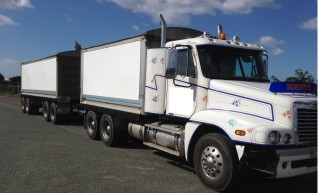 Freightliner Truck and Quad Dog - 31 ton capacity 1