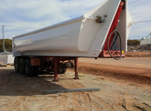 Grain Sand tippers for hire 1