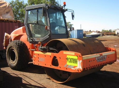 Hamm 3411 11T Smooth Drum Roller  1