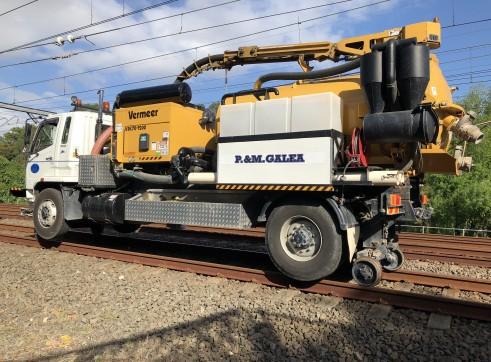 Hi rail vac truck 3