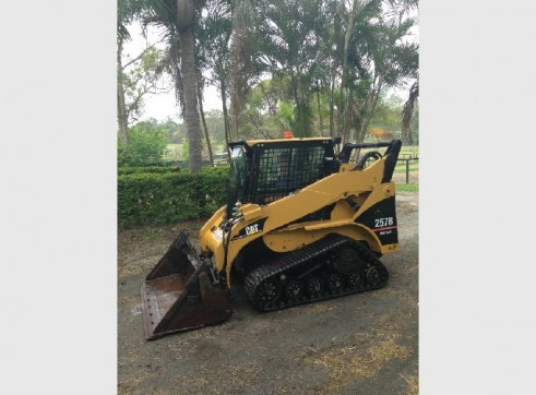 High Flow 257B Cat Skid Steer Track A/C Cab 2