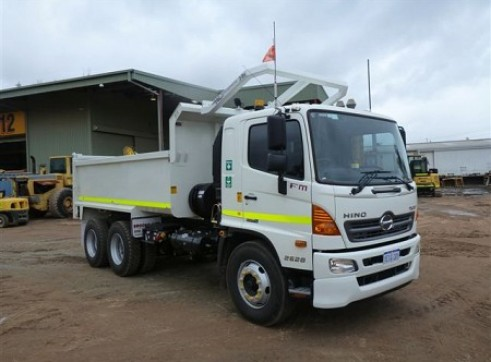 Hino 500 truck - Hi-Rail 1
