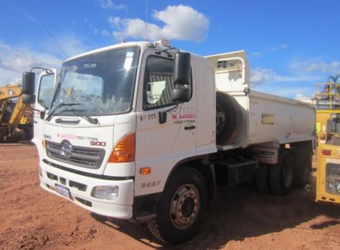 Hino FM500 14T Long Auto Truck 1