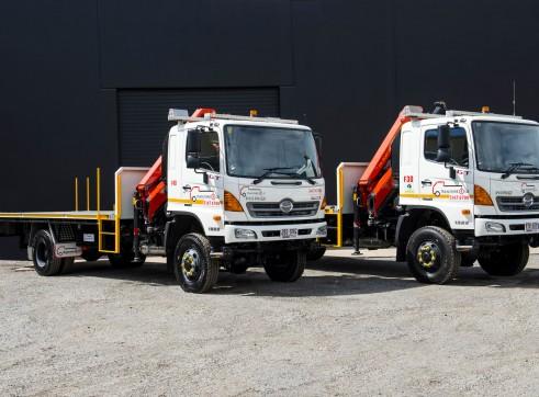 Hino GT 500 4x4 Single Cab Flatbed Crane Truck 1
