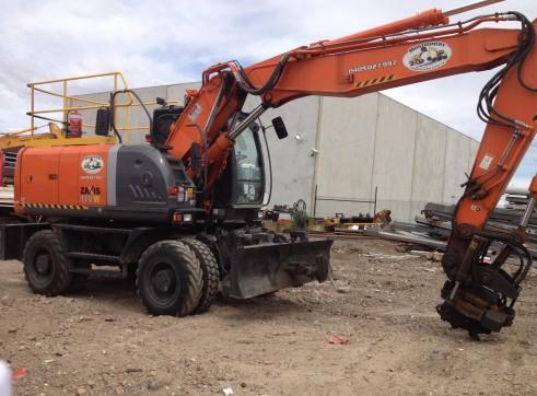 Hitachi Hi-Rail Rubber Tyre Excavator 2