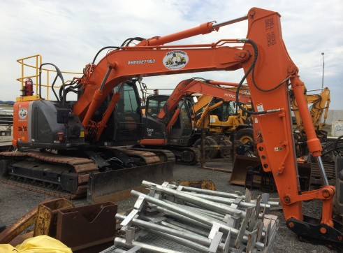 Hitachi Hi-Rail Tracked Excavator 2