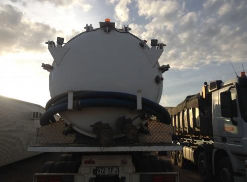 Hook Truck Vac Tanker 1