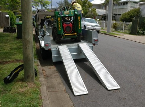 Hydraulic Tipper Trailer Hire Construction Equipment in Brisbane Qld  Machi 1