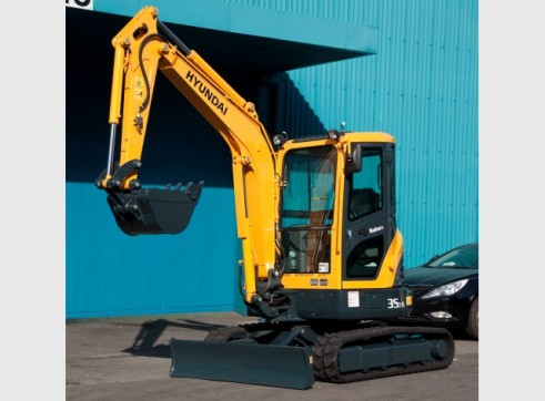 Hyundai 3.5T R35-9 Mini Excavator 1