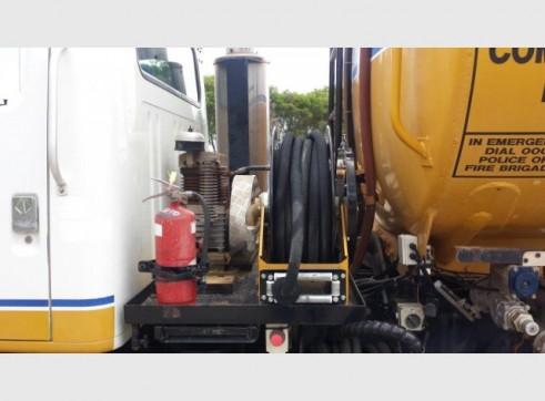 International Navistar Site Service Truck - 10,800L Fuel + lubes 3