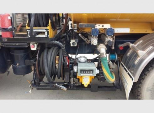 International Navistar Site Service Truck - 10,800L Fuel + lubes 4