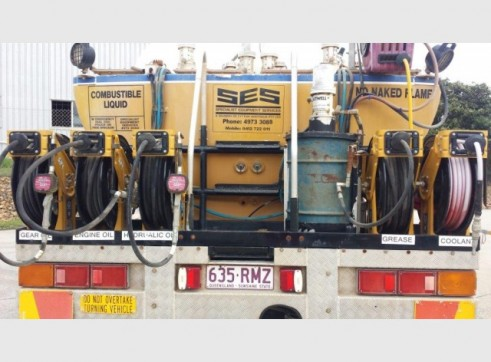 International Navistar Site Service Truck - 10,800L Fuel + lubes 6