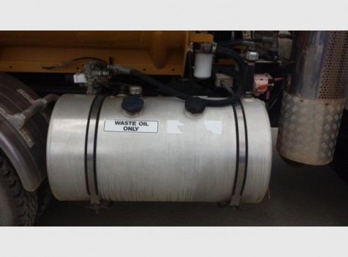 International Navistar Site Service Truck - 10,800L Fuel + lubes 7