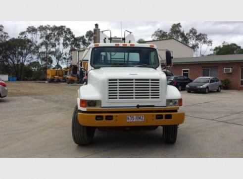 International Navistar Site Service Truck - 10,800L Fuel + lubes 8