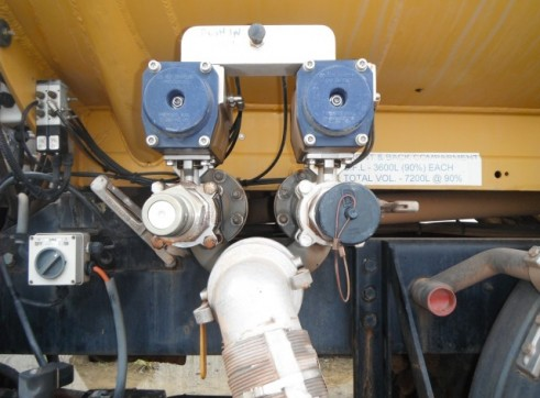 International Navistar Site Service Truck - 10,800L Fuel + lubes 9