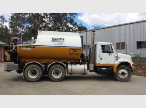 International Navistar Site Service Truck - 10,800L Fuel + lubes 10