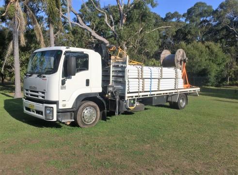ISUZU 900 FTR Premium Auto Flat bed Crane HIAB truck 1