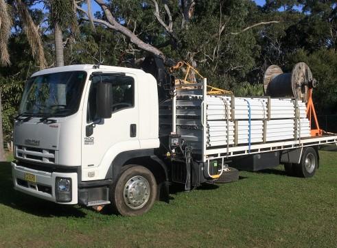 ISUZU 900 FTR Premium Auto Flat bed Crane HIAB truck 2