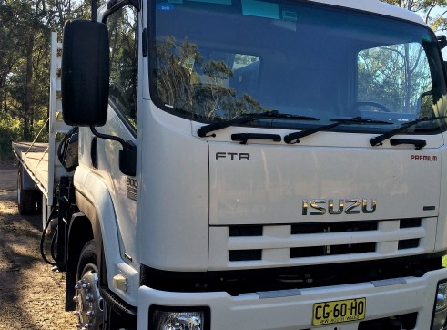 ISUZU 900 FTR Premium Auto Flat bed Crane HIAB truck 3