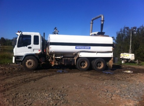 Isuzu FVZ1400 with a 2011 AVG 15000lt Water tank 1