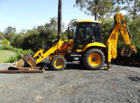 JCB 3CX BACKHOE LOADER 1